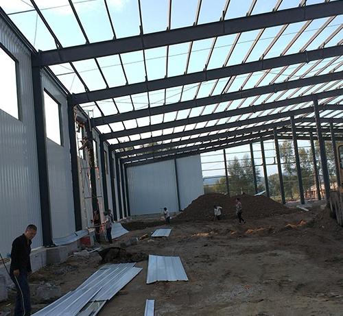大型冷库框架施工中